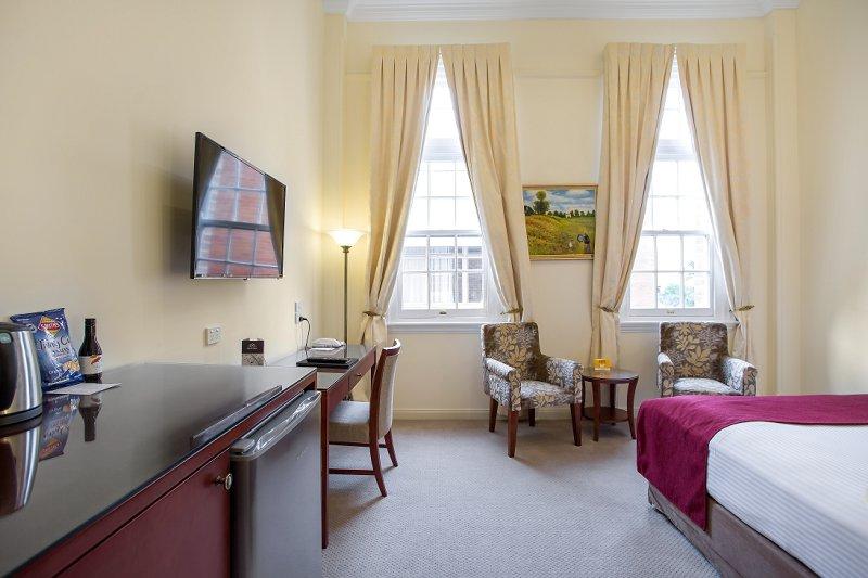 Quality Regent Hotel Rockhampton Heritage Queen Bed